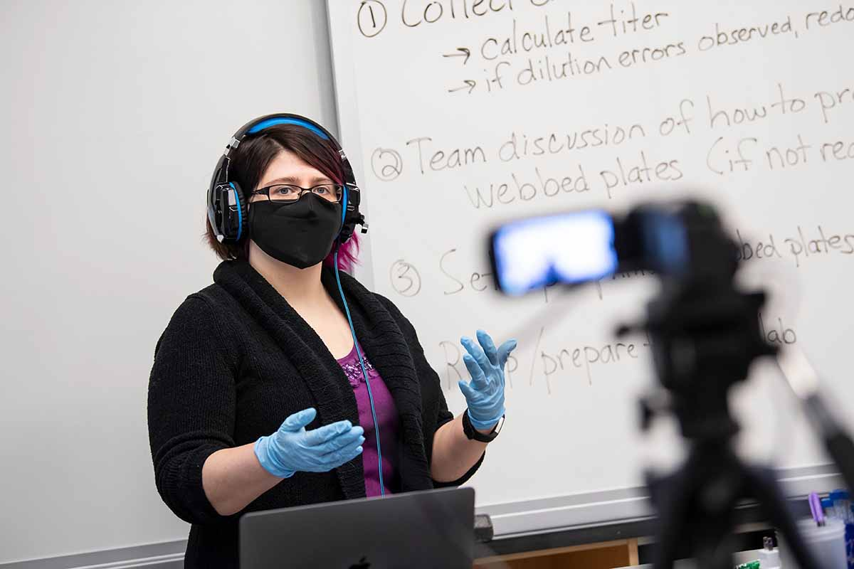 Professor Kristen Butela Leads An In Person And Remote Lab Experiment On Bacteria Phages In Clapp Hall Using The Flex@Pitt Technology.